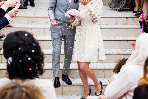bruiloft outfit voor gasten