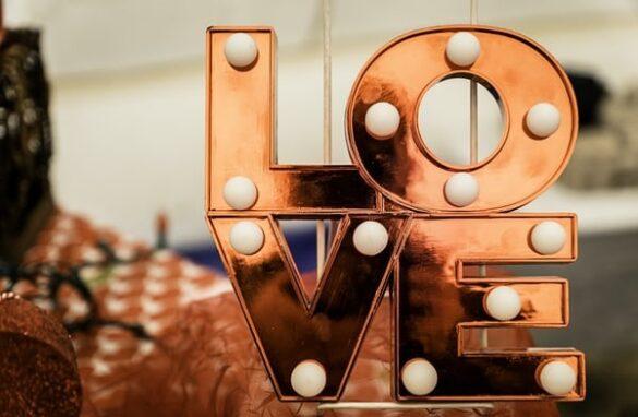 Wat geef ik op Valentijnsdag aan mijn verloofde 5 ideeën voor je op een rij